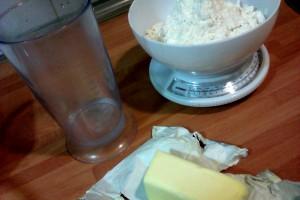 masa del pastel de calabaza: agua, mantequilla y harina.